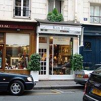 Boutique d'antiquités et objets de charme à Paris