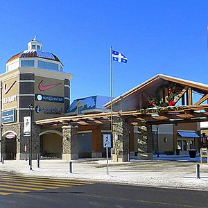 Main Entrance to the Outlet Mall