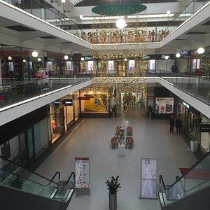 Cerna Ruze - Shopping Center