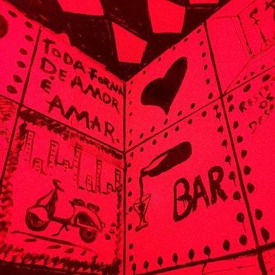 Detalhe de azulejos no bar