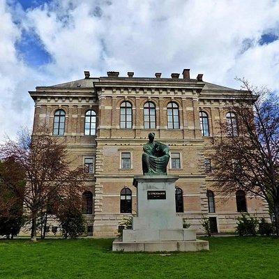 Strossmayer Square ( park )