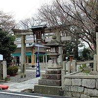 石坐神社の鳥居(旧東海道より)