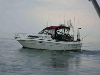 Mymistress is a 30ft Searay with full services