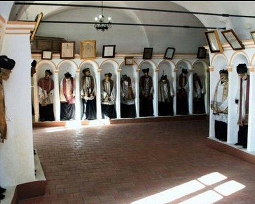 """Particolare drlla Cripta della Chiesa Madre, denominata """"a fossa di parrini"""""""