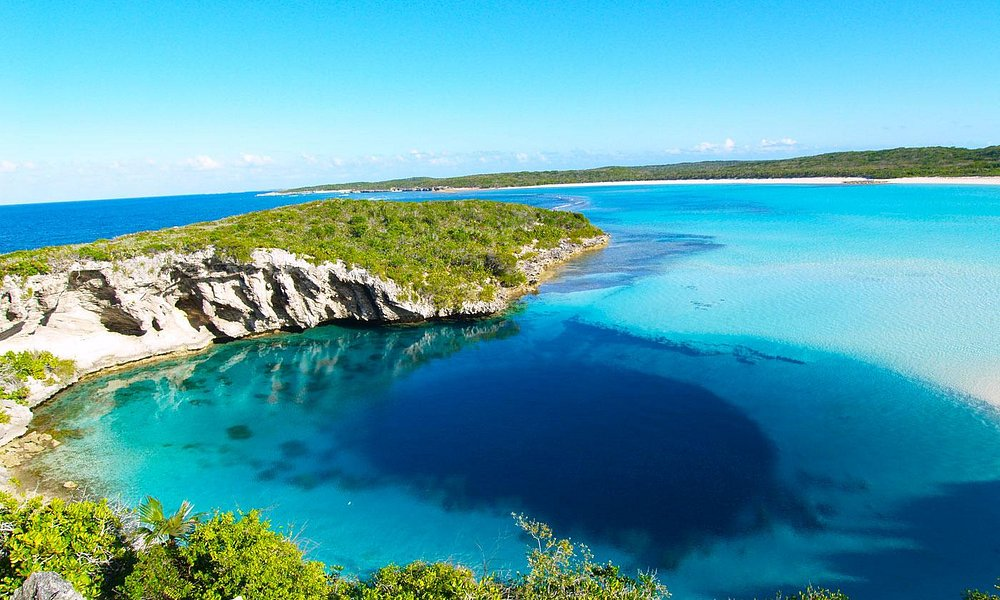 This is a photos of the actual blue hole in the bahamas. The main listing photo is false!