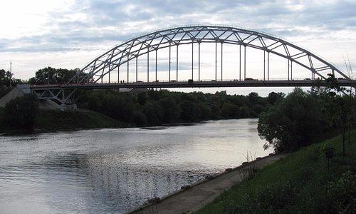 Вид с пешеходного моста
