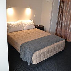 Queen Studio(2 Guests Max)-Bedroom bed