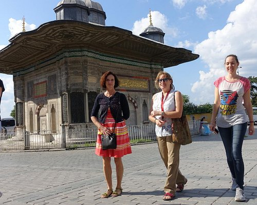 Your customised walking tours in Istanbul with scholarly local guides.