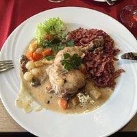 Kylling med rødvinsdampet pasta og rodfrugter