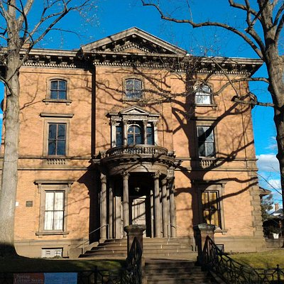 Exterior view of 1865 Lippitt House