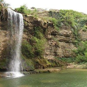 Cascata delle 2 rocche e laghetto
