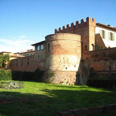 Empoli. Torrione di Santa Brigida (XV-XVI sec.).