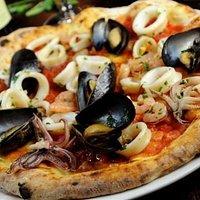 pizza ai frutti di mare pazzescamente buona....come a Napoli...