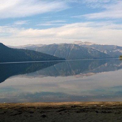 Una tarde sin viento ... las montañas se reflejan