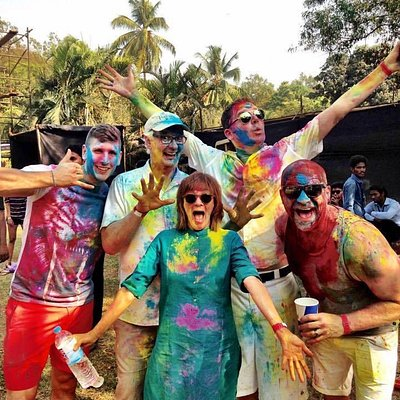 Colin Mochrie, Brad Sherwood and the gang having fun in technicolour.