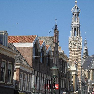 toren van stadshuis alkmaar in langestraat