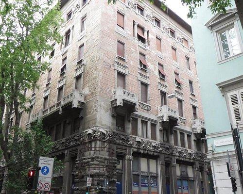 Il palazzo liberty ospita il cinema Ambasciatori