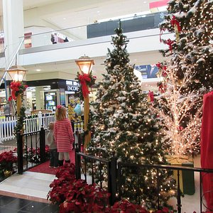 Christmas for kids at Northwoods Mall, Peoria, IL