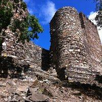 Вид снаружи на крепость