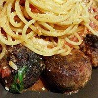 Spaghetti con Pomodoro e Polpette Puri