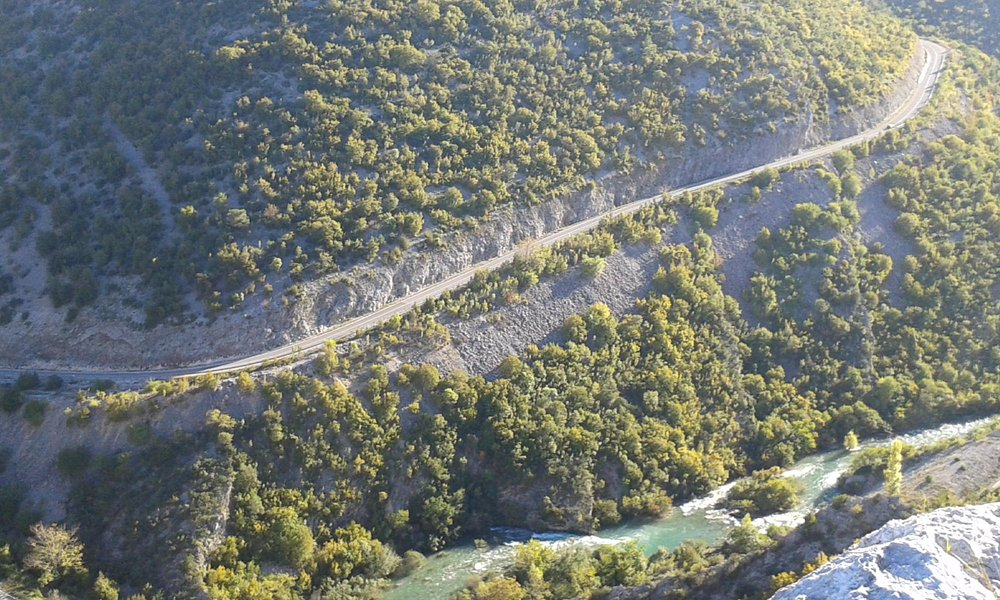 Acces road to the canyon