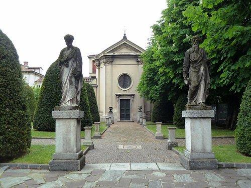 vialetto d'ingresso alla cappella di S.Teresa-SS. Pietro e Paolo