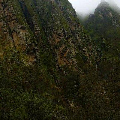 Скалы в дождь
