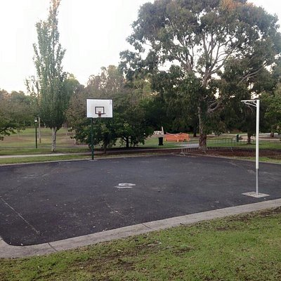 Great sporting facilities (including golf cage). Fantastic playground. Top notch bbq facilities