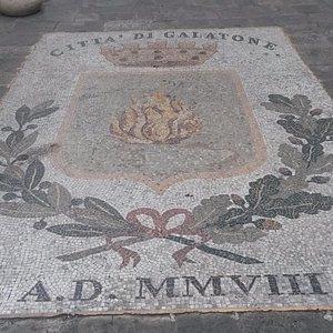 Mosaico davanti la Chiesa