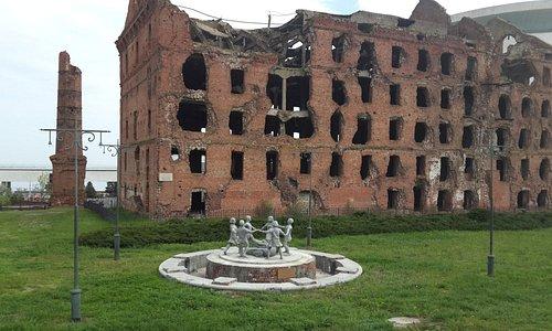разрушенная мельница рядом с музеем