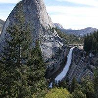リバティキャップとネバダ滝