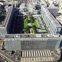 Visão da torre, da imensa estação Montparnasse.