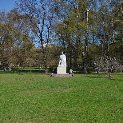 Памятник Сергею Есенину в Таврическом саду