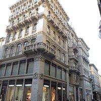 Prezioso edificio in stile liberty nel cuore della Città