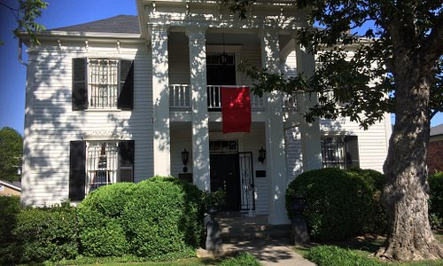 Front of Lotz house