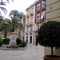 Calle Mayor, Alicante, España.