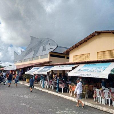 Barracas das tapioqueiras e fachada do Mercado do Porto Grande