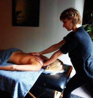 Massage énergétique et relaxant aux huiles essentielles