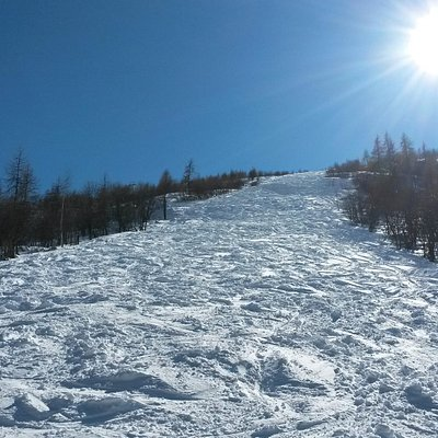 One of the two free-ride slopes accessible from the chairlift top