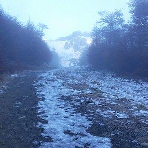 Subida al glaciar por la pista de ski