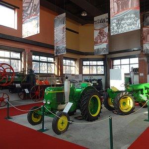 Vue des tracteurs Société Française Vierzon