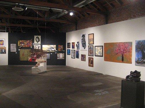 Suasana di dalam gallery seni