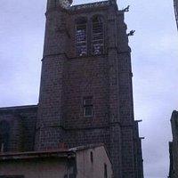 la silhouette du clocher, un soir de mai