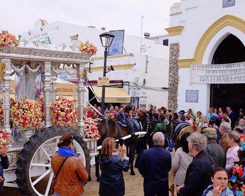 Rocio 2016 Hermandad Chipiona frente a la Capilla del Carmen.