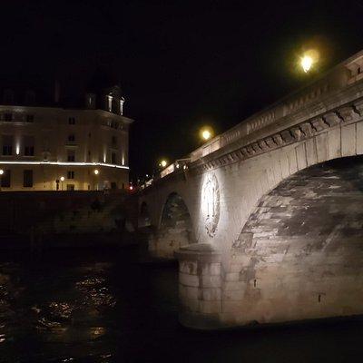 夜のサン・ミッシェル橋