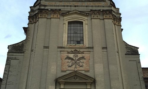 L'austera facciata