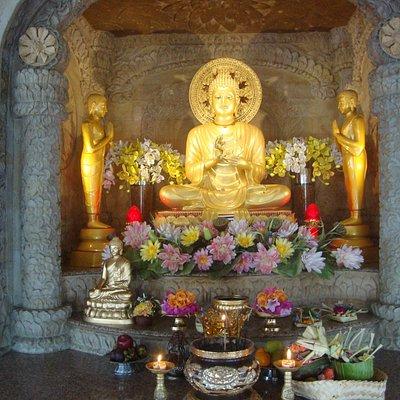 buddha praying altar in vihara dharma giri