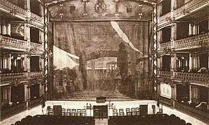 su interior en 1914.-