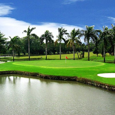 Artificial Pond in hole 14