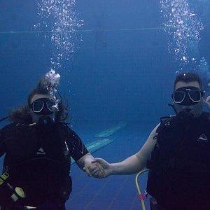 На глубине шесть метров!)